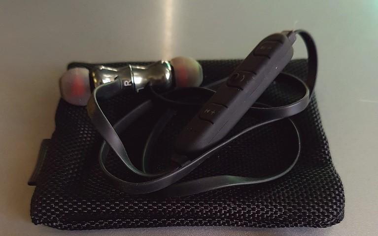 Aukey EP-B37 Wireless Sport Earphones Particolare Cuffia 2