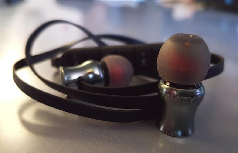 Aukey EP-B37 Wireless Sport Earphones Particolare Cuffia