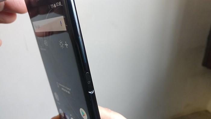 Sony-Xperia-XZ-Premium-tasto-accensione