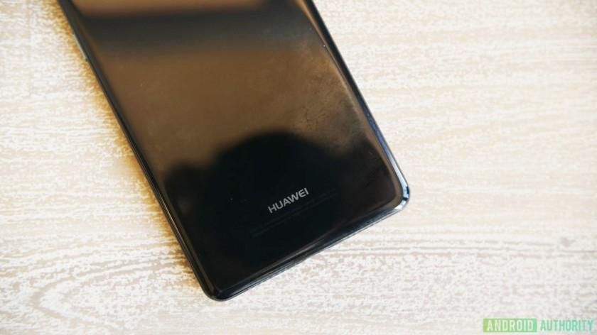 Esclusiva Huawei P20, il prototipo è servito in immagini dettagliate