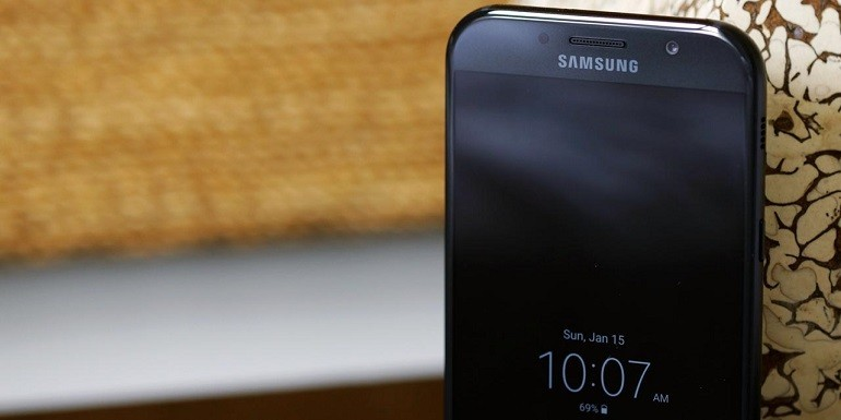 Galaxy A7 2017 inizia a ricevere Android Oreo