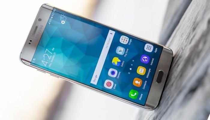 Samsung Galaxy S6 Edge Plus si aggiorna in Italia