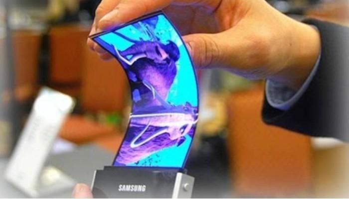 Samsung Galaxy X avrà 3 pannelli OLED da 3,5″