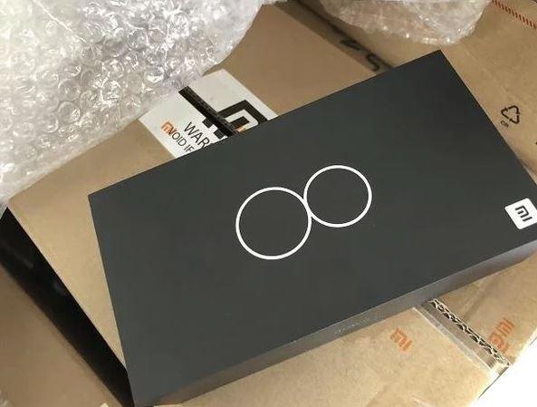 Xiaomi Mi 8 nella prima confezione di vendita sigillata
