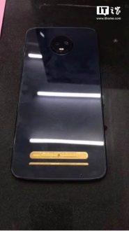 Motorola Moto Z3 Play, un prototipo acceso si mostra dal vivo