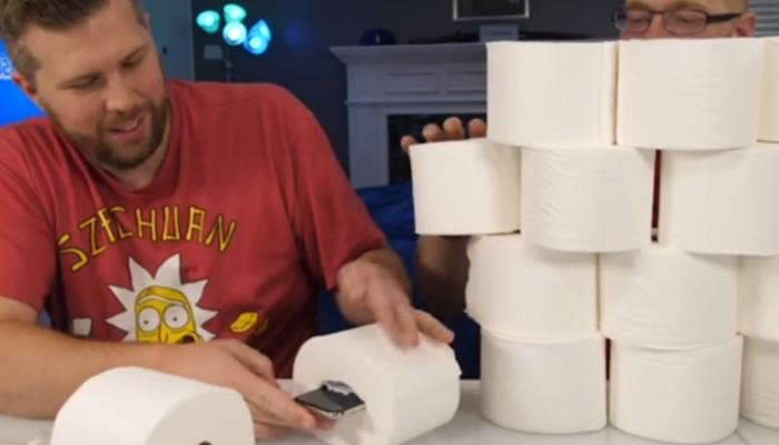 Riusciranno due rotoli di carta igienica a salvare iPhone X da una caduta di 30 metri?