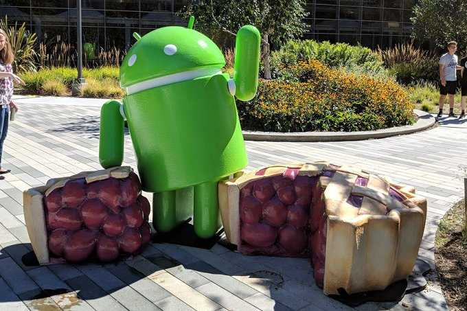 Android 9 Pie statue