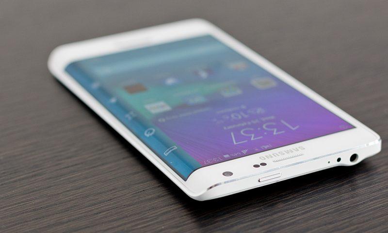 Samsung deposita un brevetto per uno schermo curvo LCD