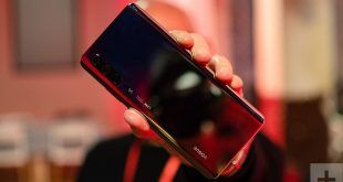 Lo schermo di Huawei P30 Pro ci mostra il foro nel display